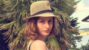 Louise Delage Ada Yang Menarik Dari Foto-Foto Perempuan Ini